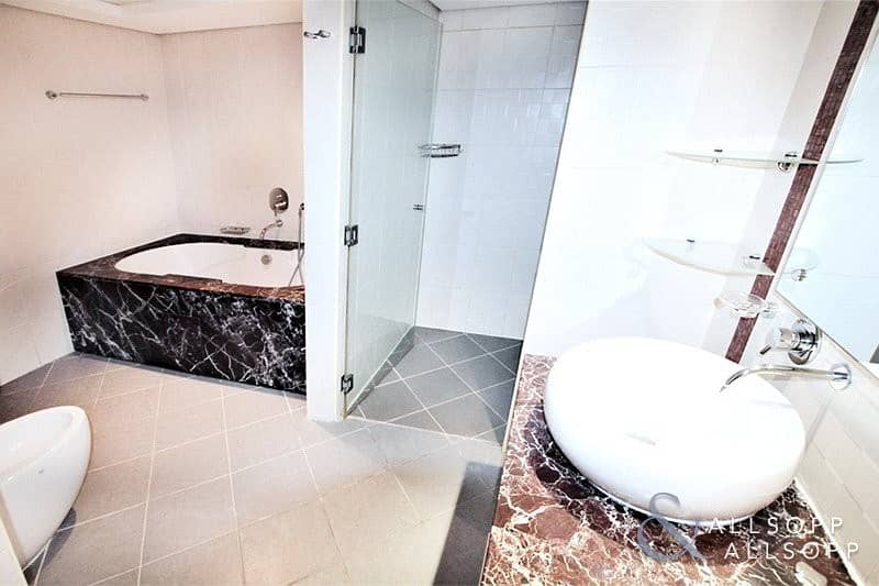 10 2 Bedrooms | Upgraded | Duplex Apartment