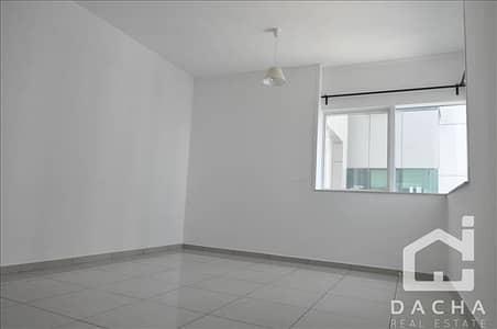 Immaculate 2 bedroom apartment midfloor!