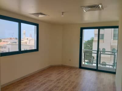 3 bedrooms 4 bathrooms maids room store apartment in al corniche area for rent