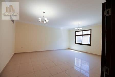 فیلا 4 غرفة نوم للايجار في القرم، أبوظبي - Beautiful 2 Story Villa in a Private Compound