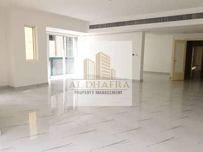 شقة 4 غرف نوم للايجار في شارع الشيخ خليفة بن زايد، أبوظبي - Fully Renovated! 4BR plus 1 and Near Corniche Beach