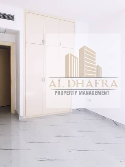 فلیٹ 4 غرفة نوم للايجار في شارع السلام، أبوظبي - Huge Apt! 4BR plus 1 and Near Corniche Beach