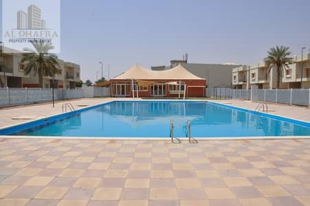 2 Bedroom Flat for Rent in Al Marakhaniya, Al Ain - Awesome Neighborhood! 2BR Apt with Balcony and Amenities