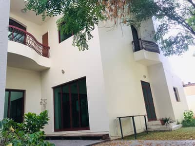 Nice 5 bedroom villa with pvt garden in umm suqiem