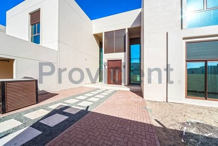 Large 5BR with Lovely Landscaped Garden-Meydan