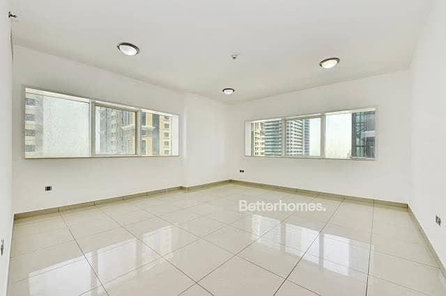 Bright apartment with balcony in Marina Pinnacle