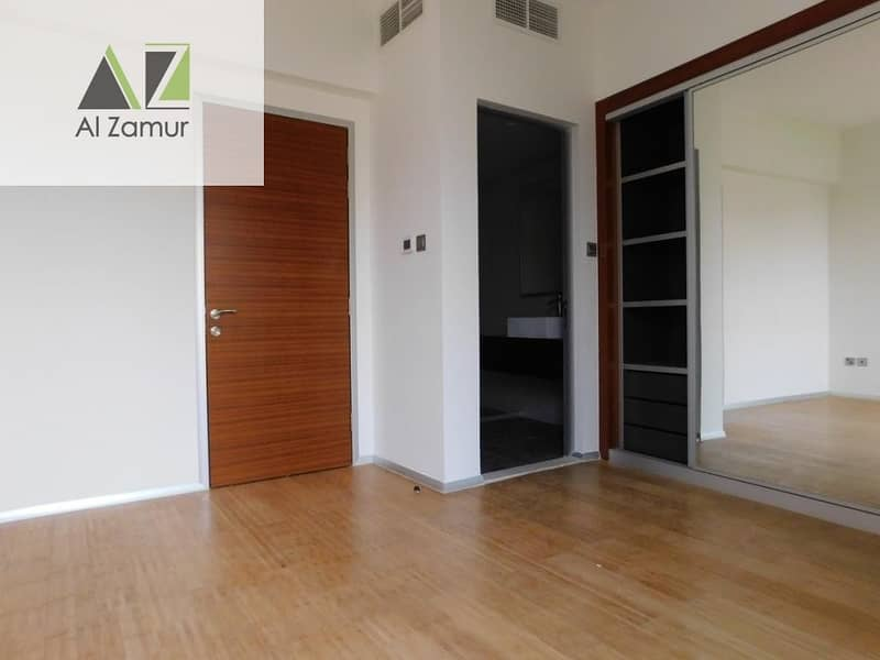 2 Gorgeous l 4 BR l TownHouse l Wooden Floor