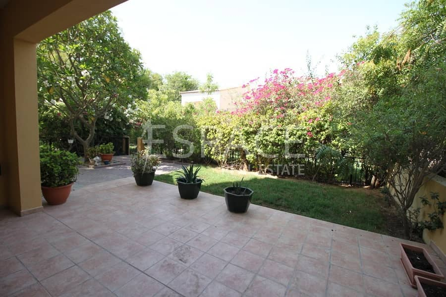 12 Corner Townhouse | Close To Pool | Vacant