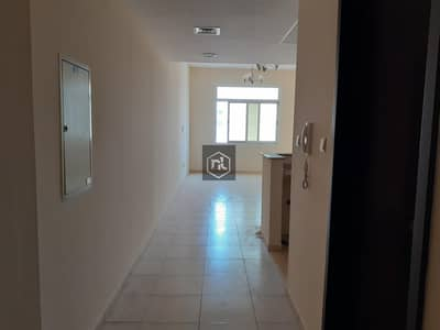 2 Bedroom Apartment for Rent in Liwan, Dubai - Cozy two bedroom with 3 bath available for rent in Mazaya