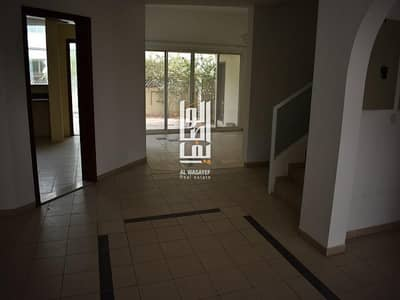 4 Bedroom Villa for Rent in Jumeirah, Dubai - Near the Beach 4 Bed Garden and Shared Pool