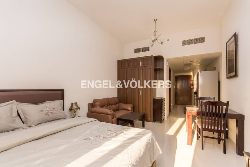 2 Fully Furnished Low Floor Golf Course View