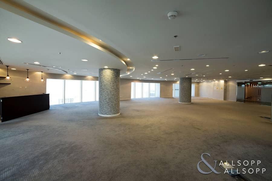 10 Full Floor | Close to Metro | Chiller Free