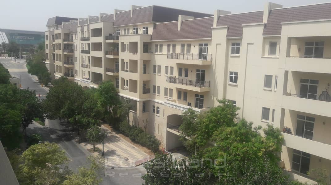 Large 1BR with Community View in Sherlock House 1
