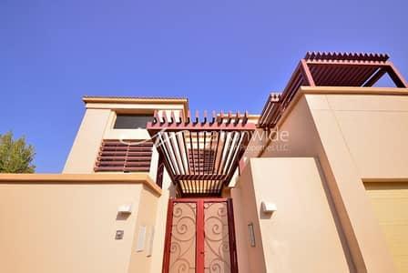 فیلا 5 غرفة نوم للبيع في حدائق الجولف في الراحة، أبوظبي - Compelling Contemporary Concepts w/ Own Pool
