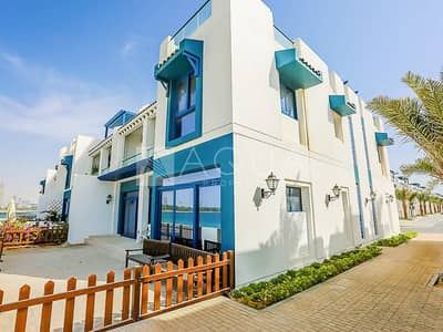 5 Bedroom Townhouse for Sale in Palm Jumeirah, Dubai - Beachfront 5 Bedroom Townhouse Sea View