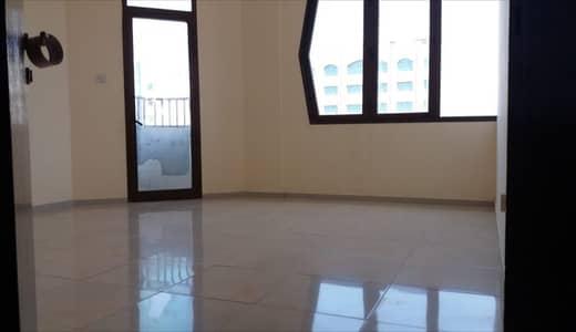 شقة 3 غرف نوم للايجار في شارع الفلاح، أبوظبي - شقة في شارع الفلاح 3 غرف 70000 درهم - 4208856