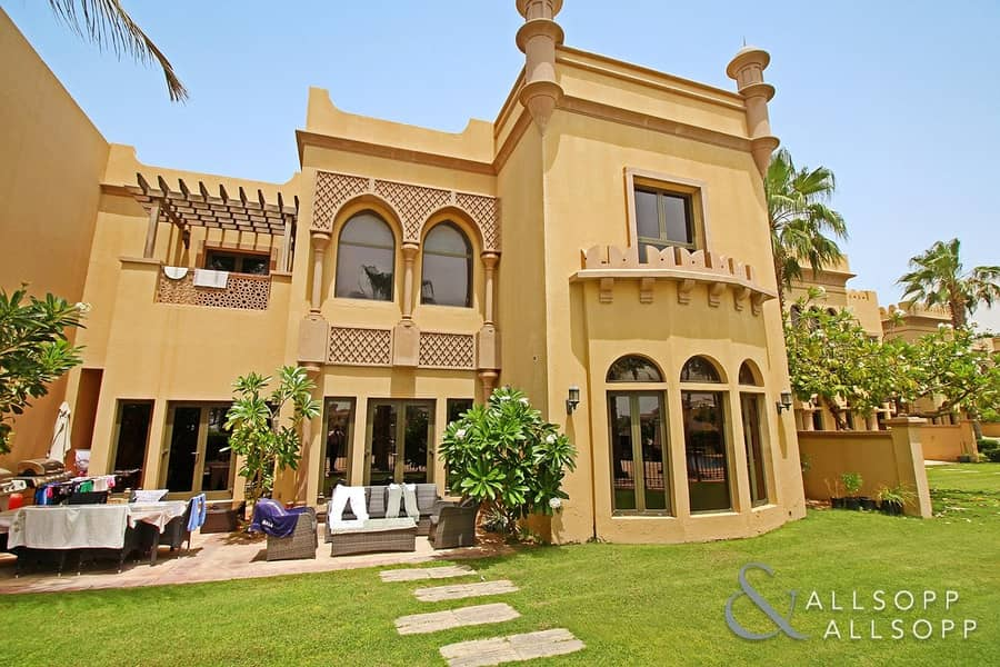 10 4 Bedroom | Sea Views | Superb Condition