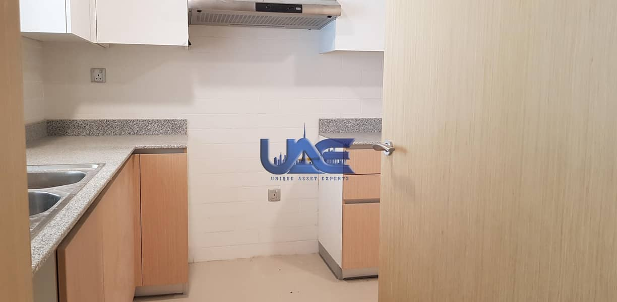48 Bight and spacious  Apartment Near Barsha Metro
