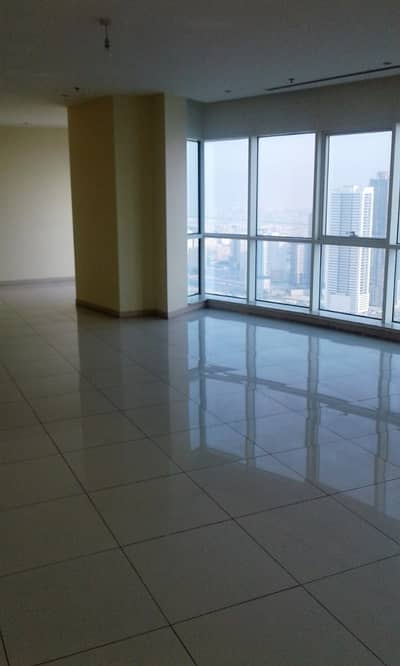 4 Bedroom Flat for Rent in Al Khan, Sharjah - Spacious 4 Bedroom ;Chiller A/C free  wardrobe  Maid Room  Gym free  Pool free  Parking free