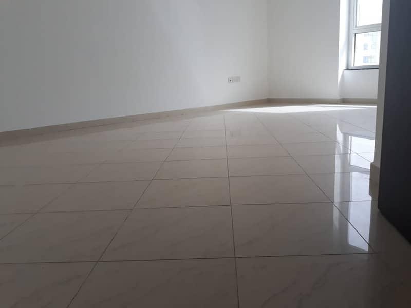 شقة في برج المنصور شارع السلام 1 غرف 49999 درهم - 4213794