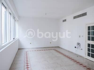 شقة 3 غرف نوم للايجار في الدانة، أبوظبي - Hall/Living Room Image 2