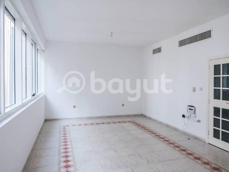 Hall/Living Room Image 2