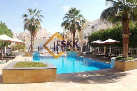 فیلا 5 غرفة نوم للايجار في القرم، أبوظبي - 5-BR Villa in Al Qurm compound with facilities