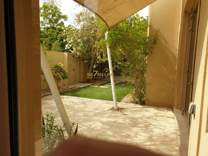 20 5BR VIlla I Private Pool Vacant Unfurnished