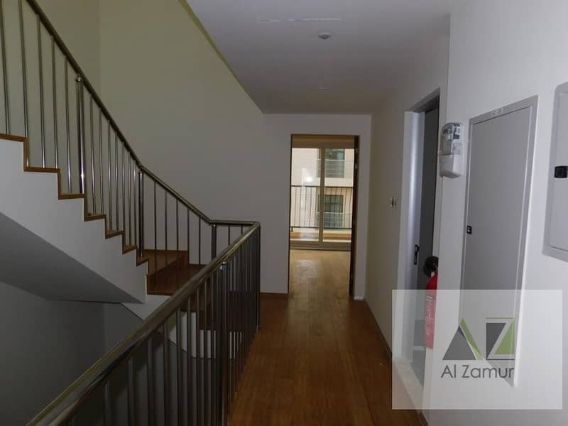 33 Gorgeous l 4 BR l TownHouse l Wooden Floor