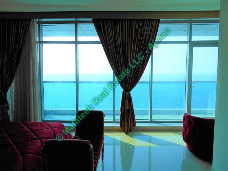 كورنيش عجمان - شقة كبيرة من غرفتي نوم - مطلة على البحر - 65,000