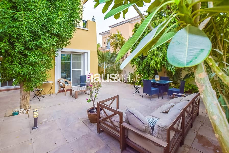 10 Immaculate | 2 Baths | Close to Swimming Pool