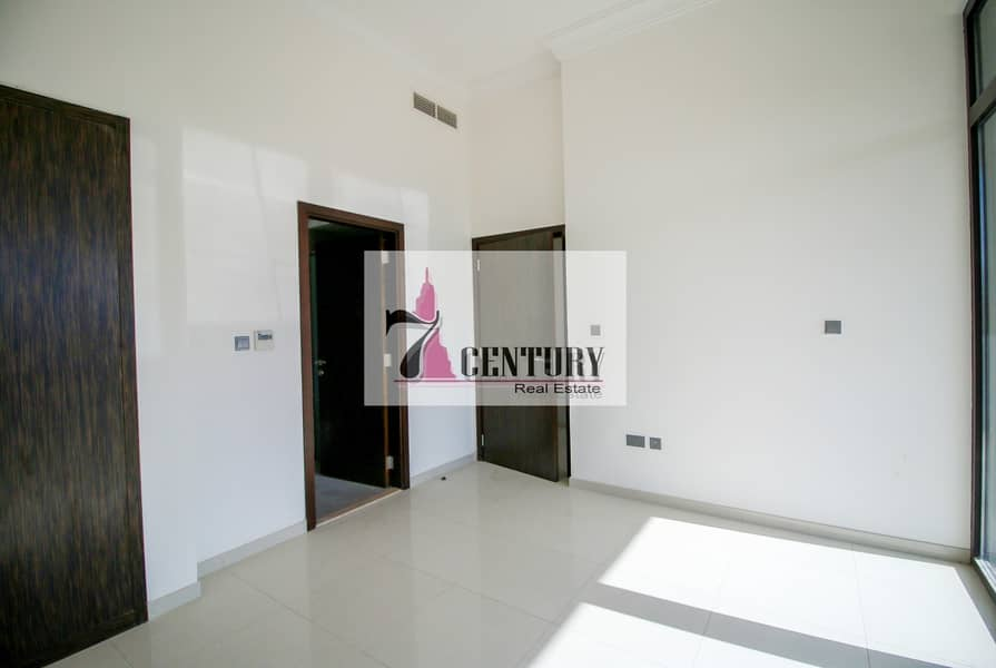 15 Type V4 / 5Br+M Villa / Private Garden