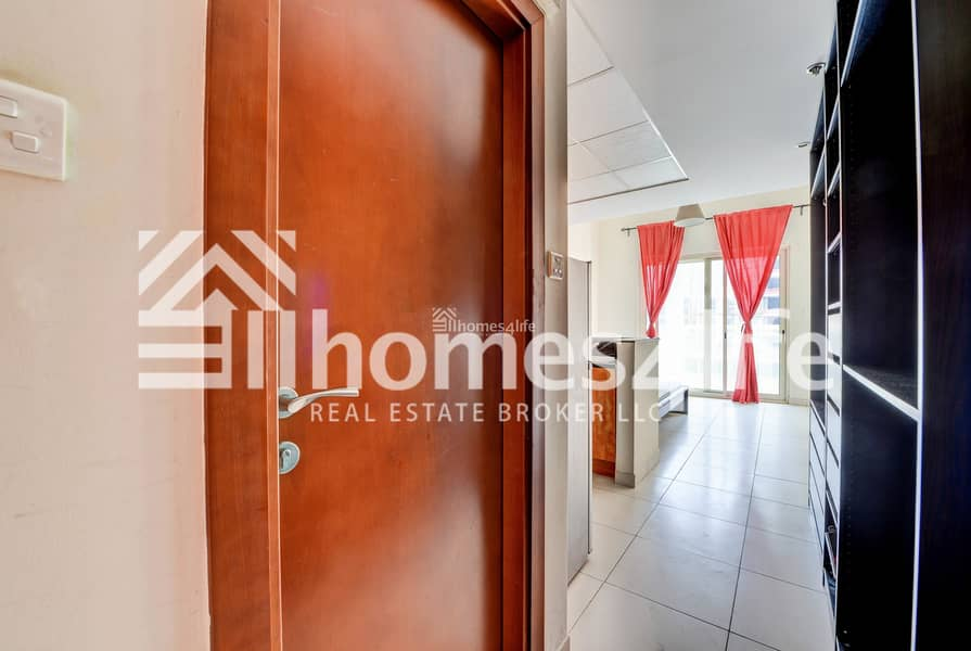 10 Amazing Fully Furnished | Low Floor with Balcony