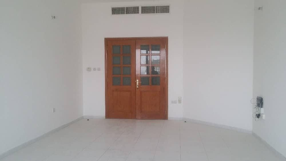 شقة في منطقة النادي السياحي 3 غرف 70000 درهم - 4225827