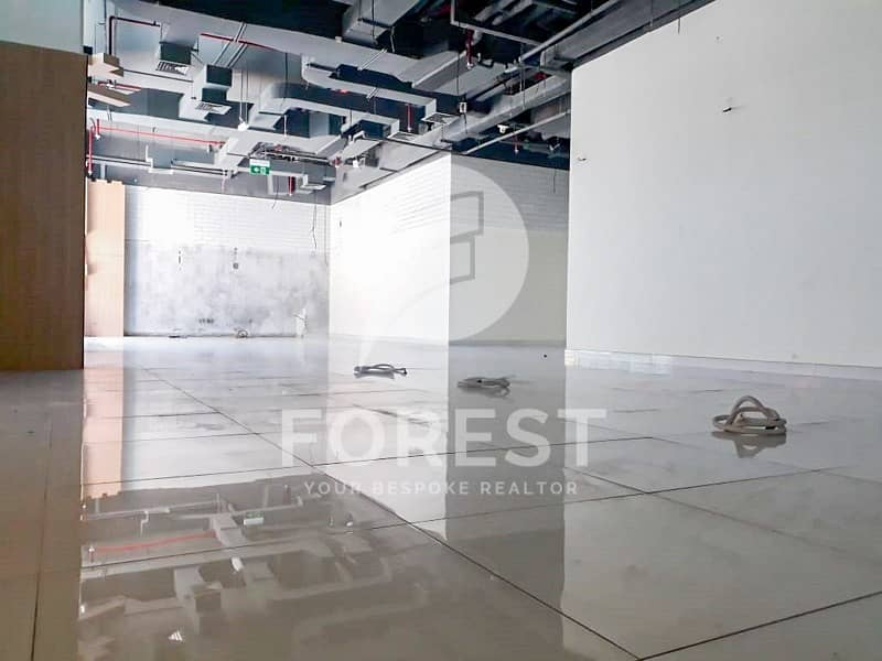 Huge Space for Commercial Use at the Best Location