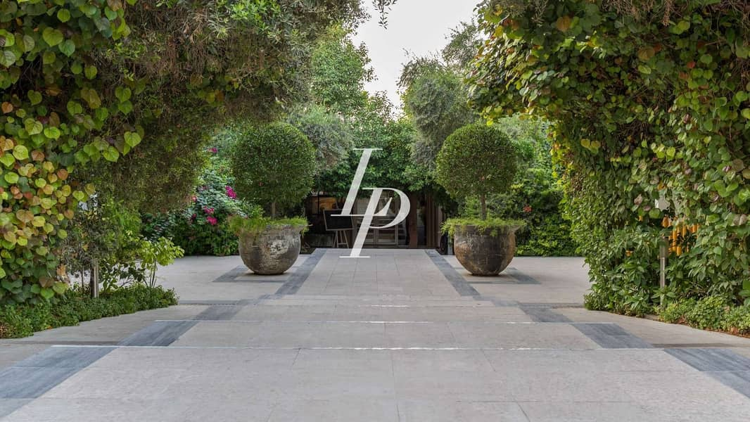 20 Beautiful B-Type Family Villa|Extended Corner Plot
