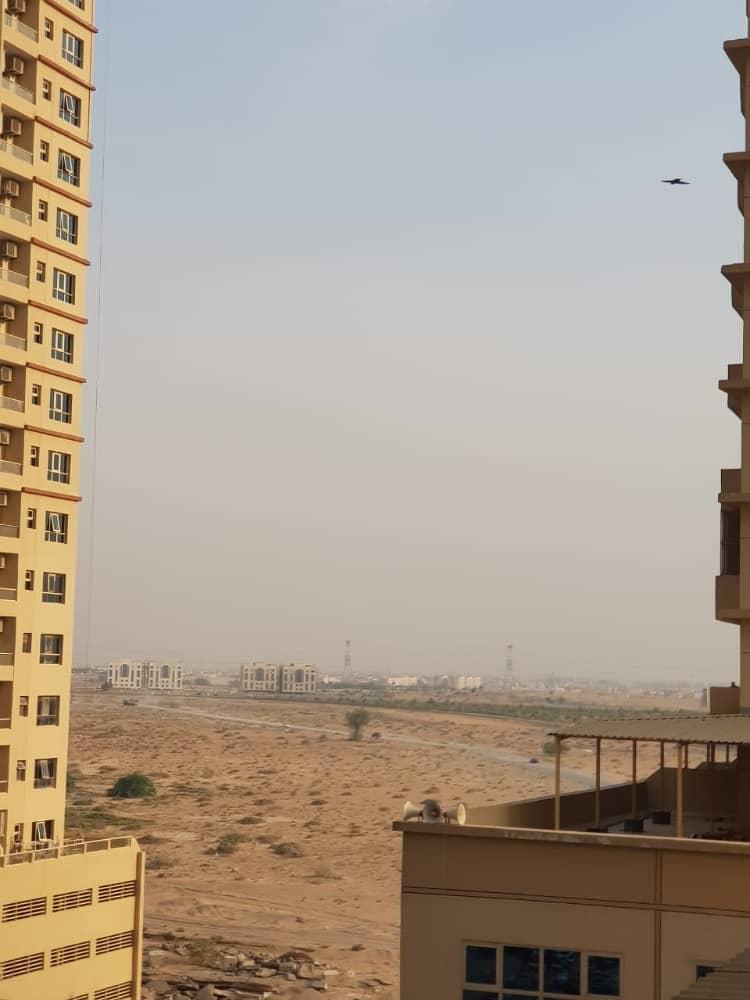 شقة في برج الزنبق مدينة الإمارات 2 غرف 22000 درهم - 4208221