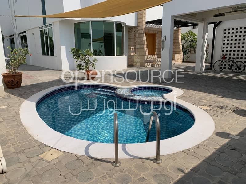 14 Very Nice Independent villa with Swimming pool in Umm suqiem