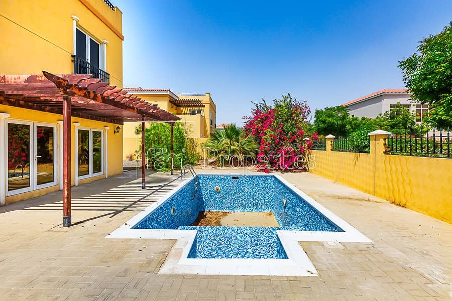 22 Grand C1 villa with private pool to rent