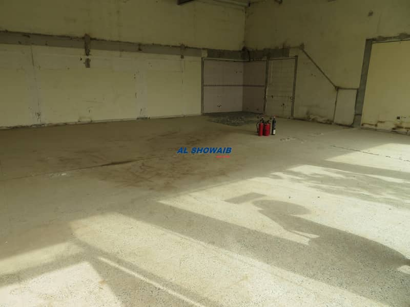 1500 Sq ft Showroom & Warehouse Available in Nad al hamar