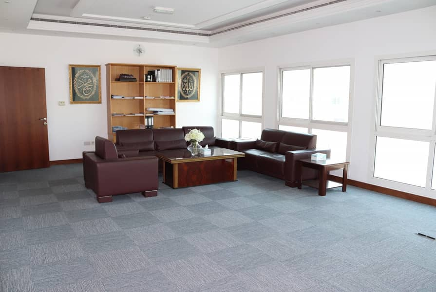 Commercial villa for rent - Jumeirah 1