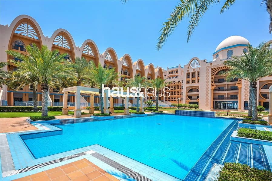 10 Larger balcony | 4 cheques | Sea and pool views