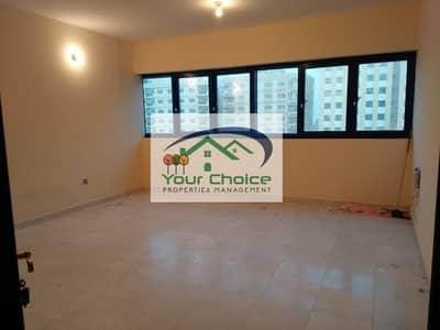 فلیٹ 2 غرفة نوم للايجار في شارع الفلاح، أبوظبي - Beautiful  2 Bedroom with Balcony & Wardrobes  only 55