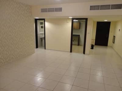 فلیٹ 3 غرفة نوم للايجار في شارع المطار، أبوظبي - شقة في شارع المطار 3 غرف 80000 درهم - 4240077