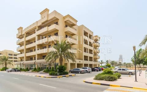 One Bedroom Corner Unit Golf Apartment - Views over Golf Course - Excellent Location next to the Mall