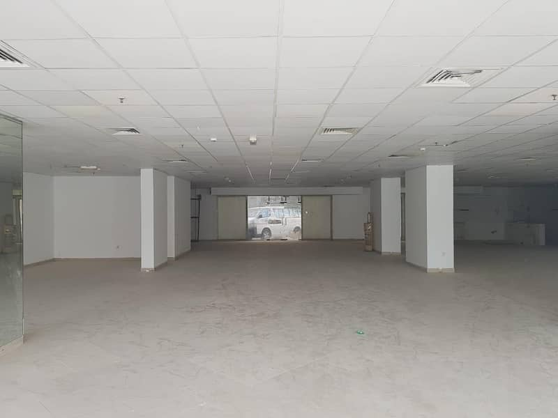 No Commission - With Special Discount - Showroom for Rent