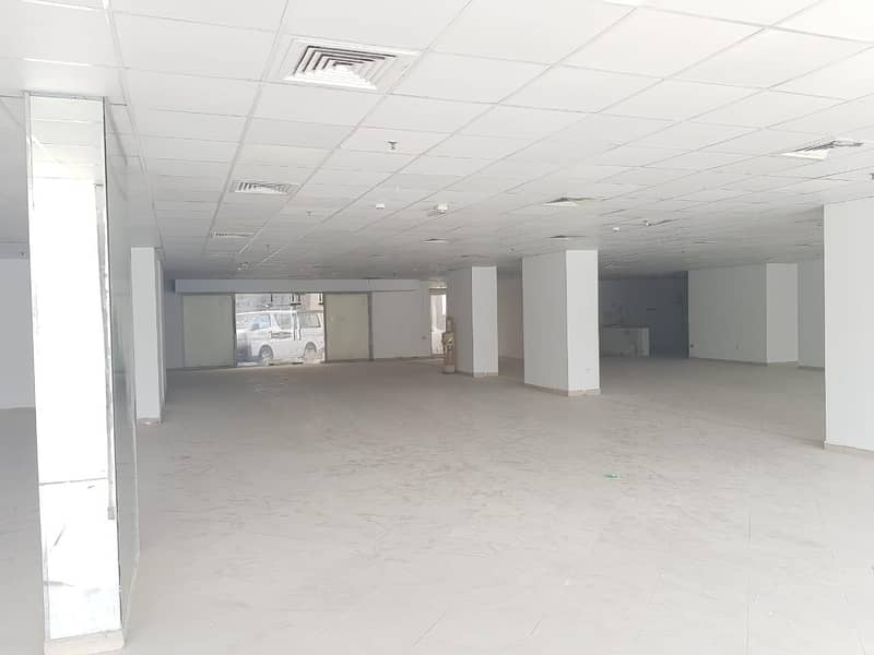10 No Commission - With Special Discount - Showroom for Rent