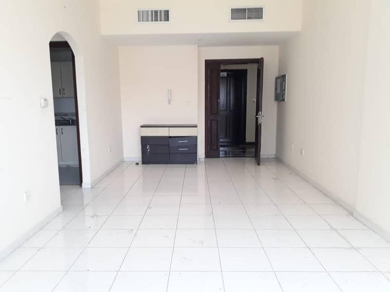 شقة في شارع الدفاع 1 غرف 45000 درهم - 4241747