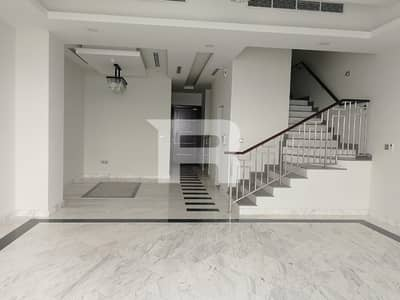 Contemporary Townhouse I Reasonable Rent
