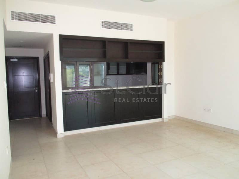 Spacious 1 Bed with Balcony | Full Lake View